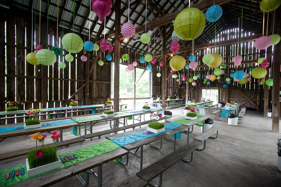 Barn-Summer-picnic-decor